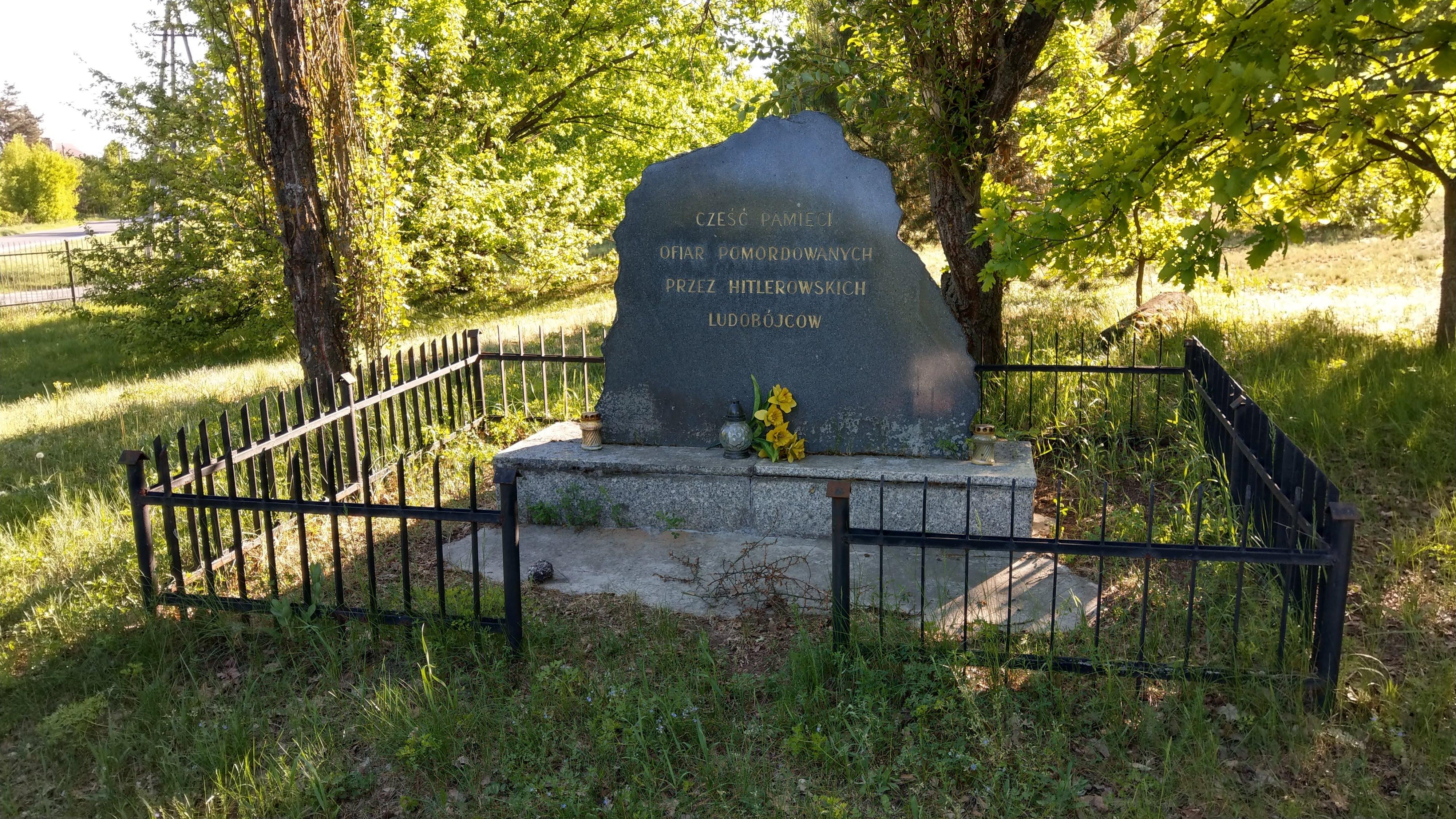מצבה בבית הקברות