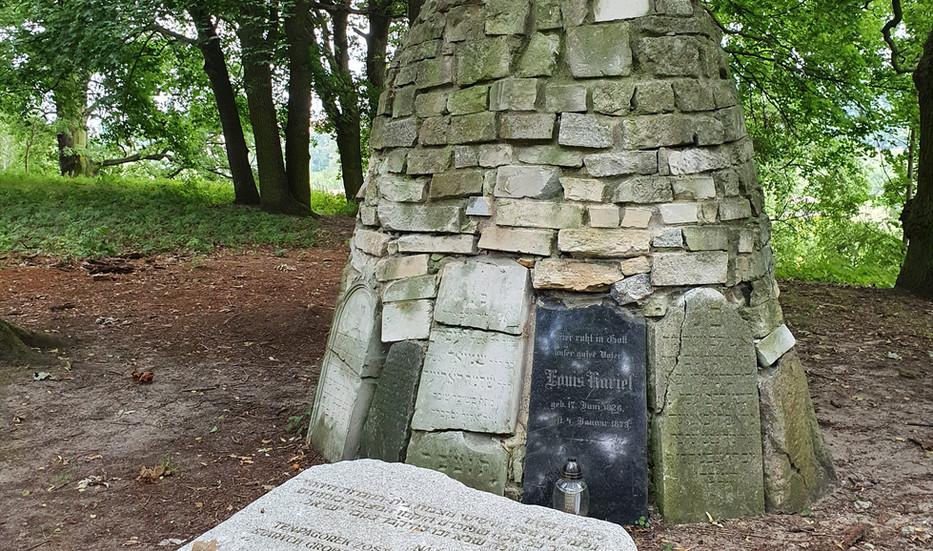 גלעד בבית הקברות של זלוטוב