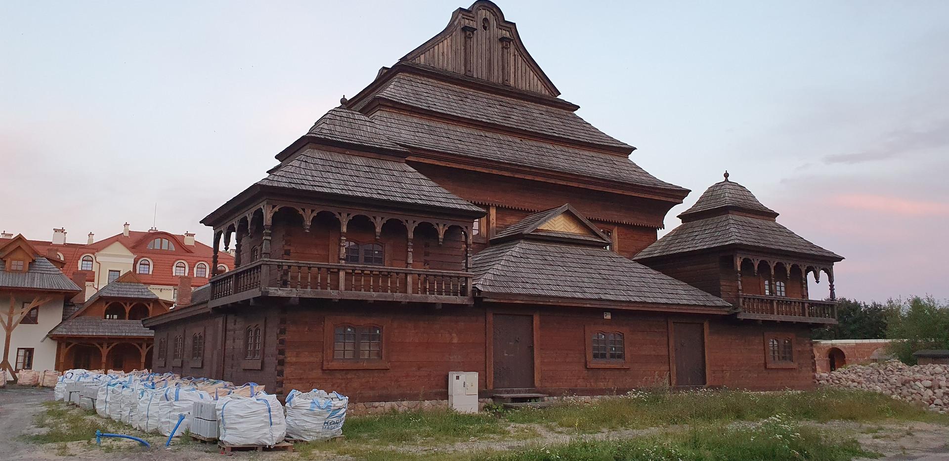 שיחזור של בית קברות מעץ בבילגוראיי