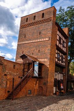 המגדל הנטוי