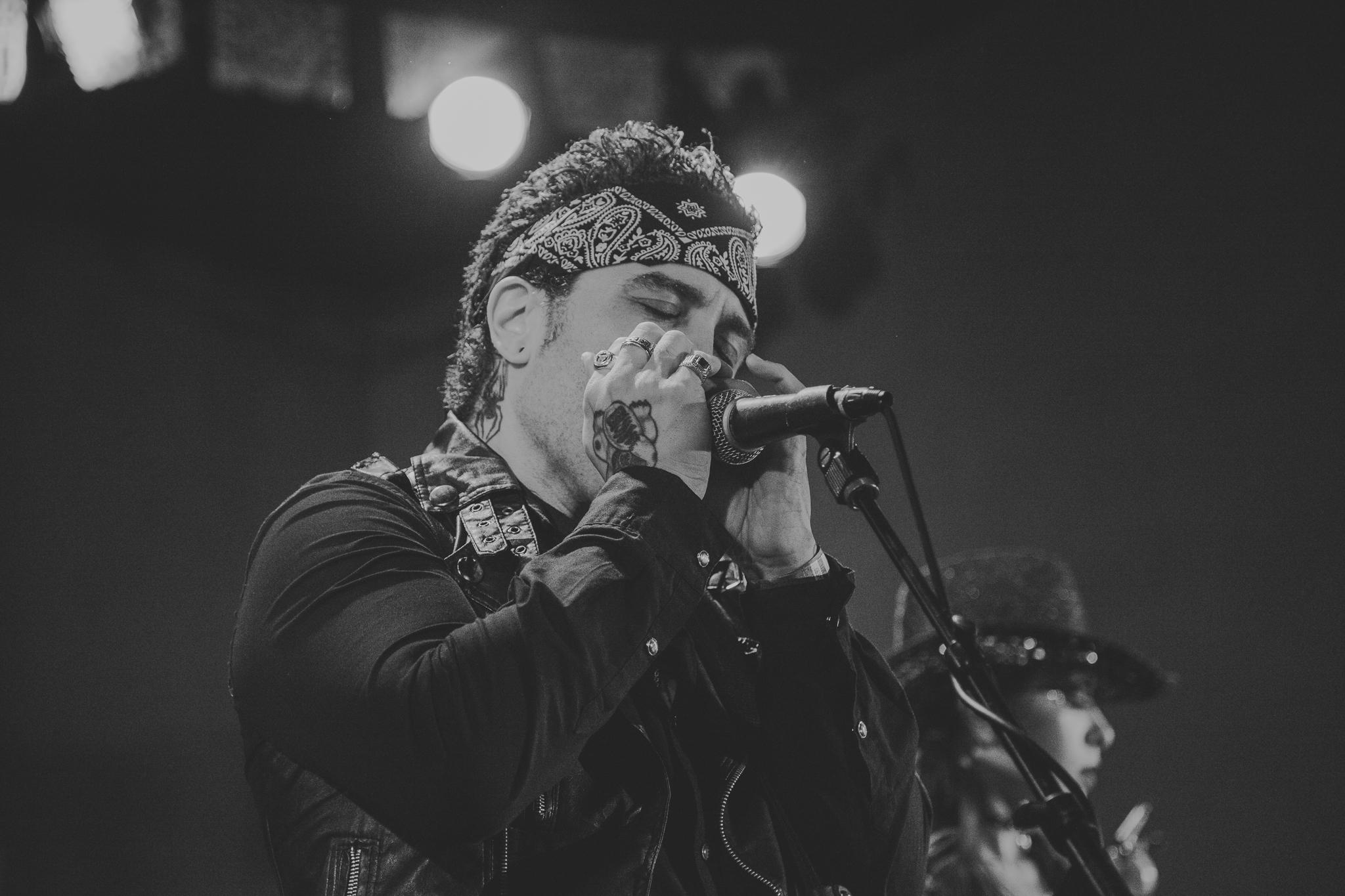 Louie Perez - Vocals / Guitar