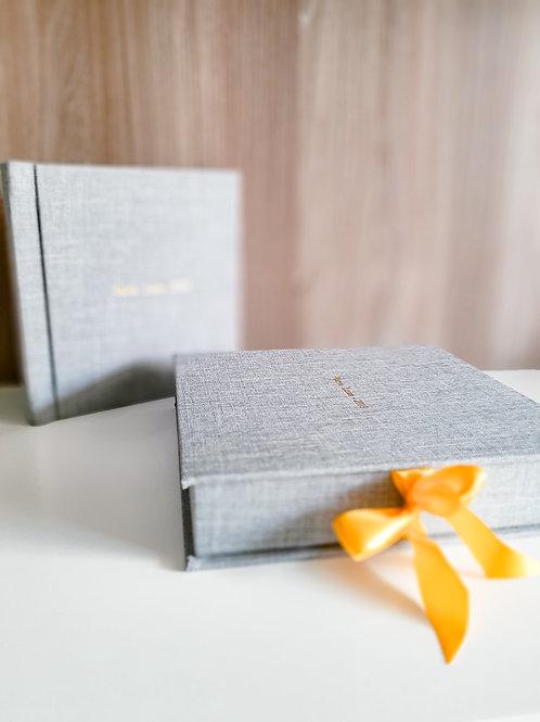 Álbum impresso com capa em linho + caixa | 20x20