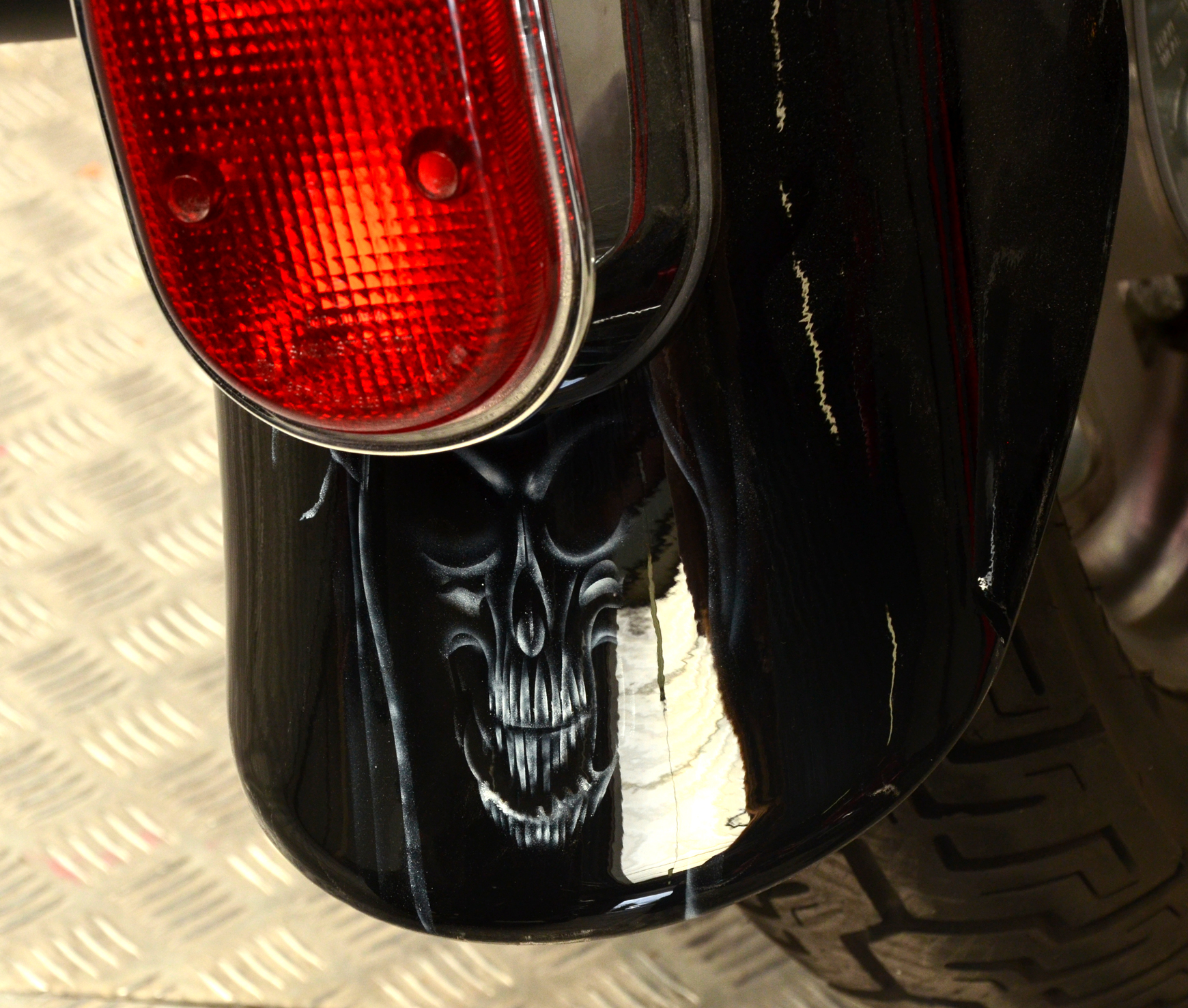 zoom_skull.jpg