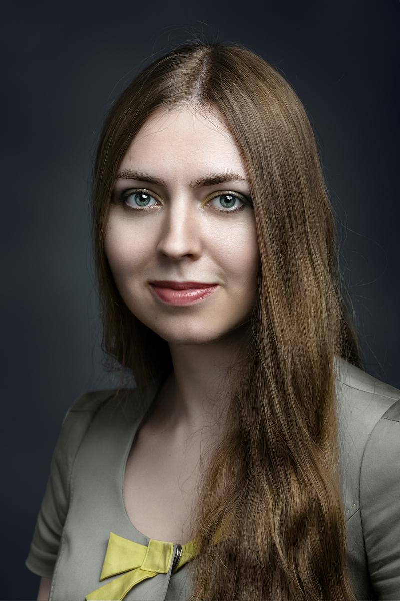Ирина. Портрет с жёлтым бантом