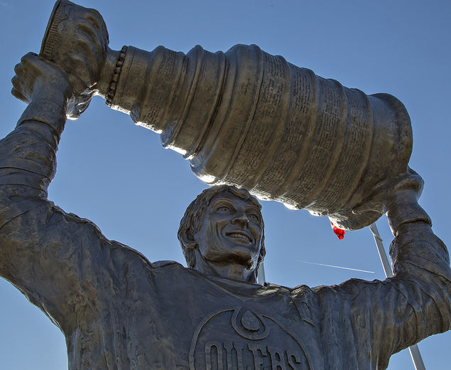 Wayne Gretzky tight crop Brad Oldham Sculpture