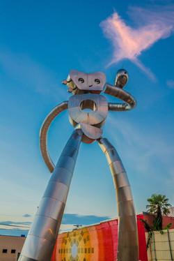 Brad Oldham Sculpture Traveling Man Walking Tall Dallas (1)