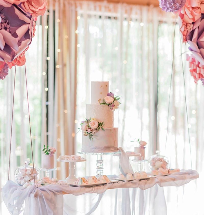 Wedding-Cake-on-a-Swing