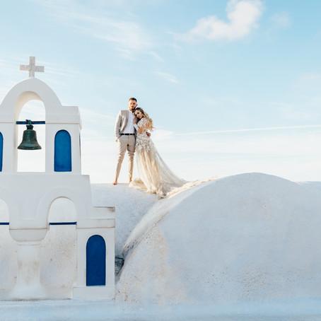 Junebug Weddings - An elopement under the stars in Santorini