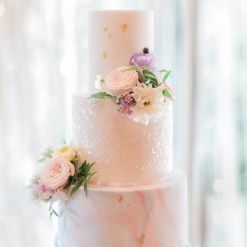 Pearlescent-glitter-wedding-cake-