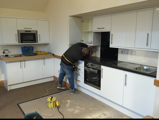 The kitchen has been fitted!