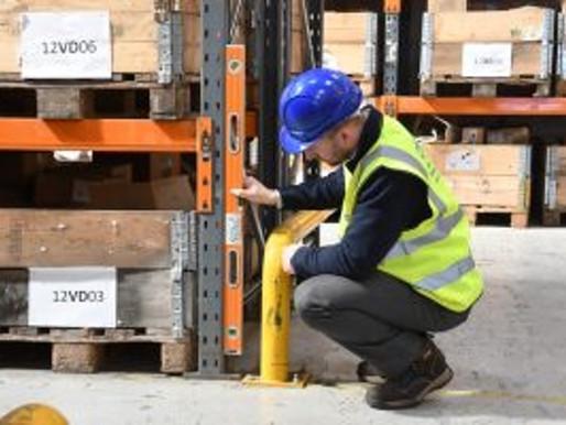 O que deve ser verificado na inspeção de uma estrutura porta-paletes?