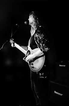 Michelle-Taylor-with-guitar.jpg