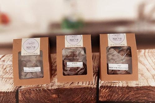 מפקאנים, קשיו, אגוזי לוז מצופים שוקולד מריר 72% ואבקת קקאו