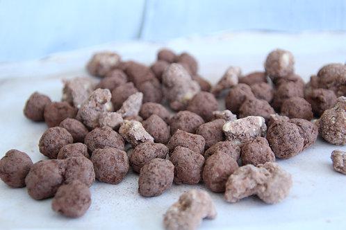 פצוחי שוקולד לוז, קשיו, פקאן , מצופים שכבות שוקולד מריר ואבקת קקאו