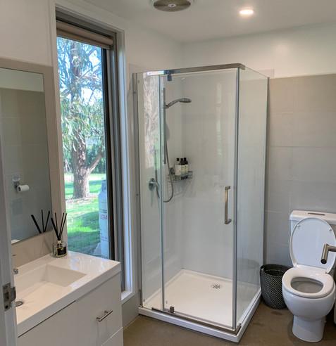 Omaroo Cottage bathroom.jpeg