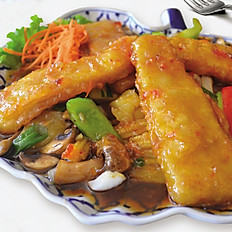 Three-Flavored Fish (Pla Sam Rod)
