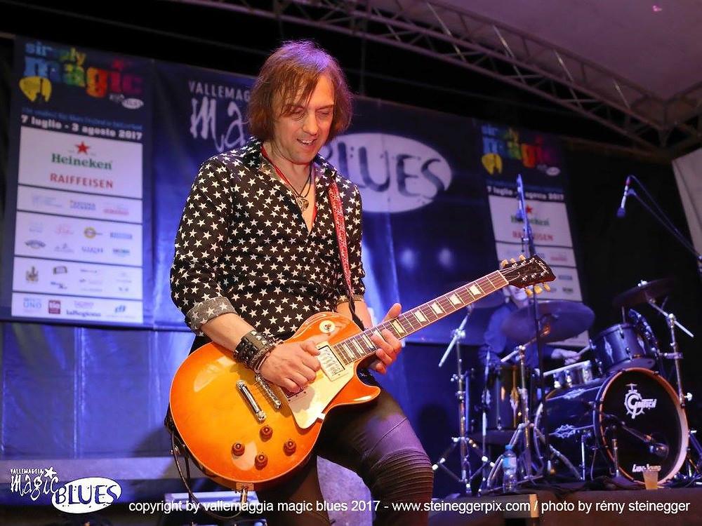 Mark Abrahams playing a Tokai Love Rock with Wishbone Ash