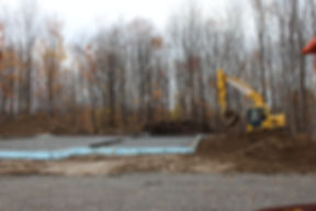Construction industriel a Bromont nous avons excavé essouché, defriché, le bois pour par la suite charger les roche dans le camion pour les apporte au Lac-brome et eastman