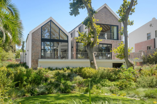 Constantia-Modern-House-Architecture (2)