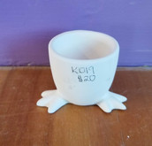 Egg cup with feet