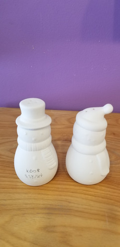 Snowmen salt and pepper shakers