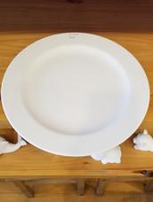 Round rimmed platter