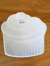 Cupcake plate with swirls
