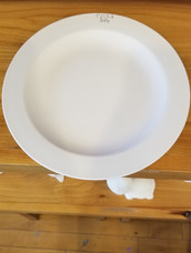 Round rimmed lunch plate