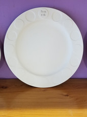 Dotted dinner plate