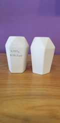 Facetted salt and pepper shakers