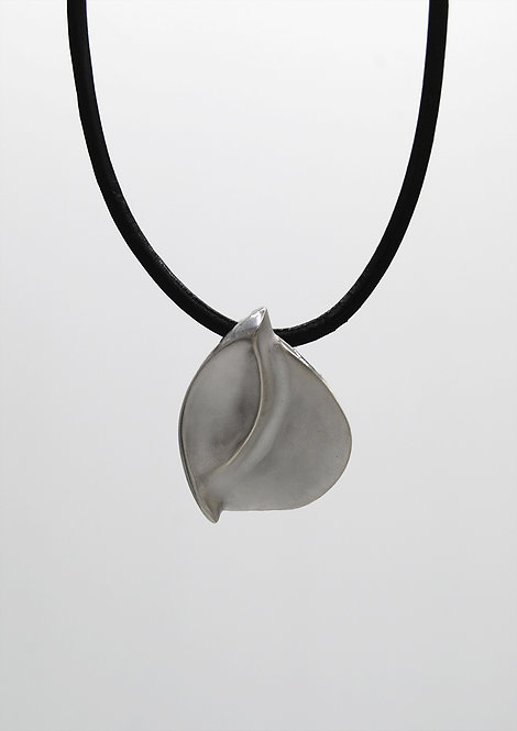 LUT SILVER NECKLACE