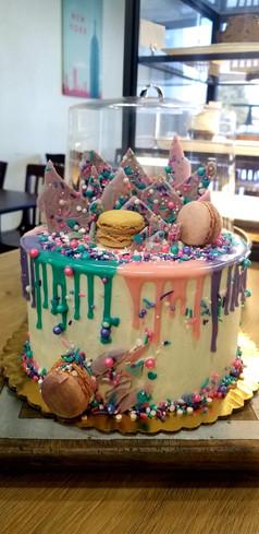 #31 - Cake with Macrons and Chocolate Bark