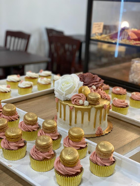 #136 - Wedding Cake & Cupcakes