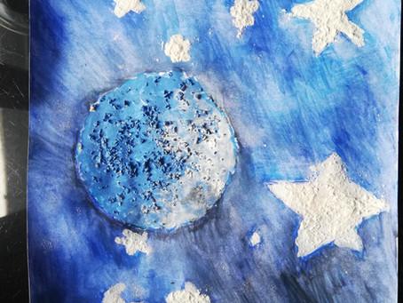 Magnifique Lune bleue de Colombe: peinture à la farine/semoule