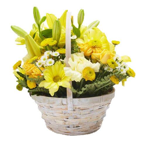 Pretty Seasonal flowers Basket