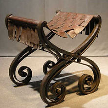 Raymond SUBES tabouret curule fer forgé cuir art deco ferronnerie 1925
