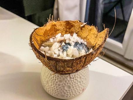 La première fois que j'ouvre une noix de coco...