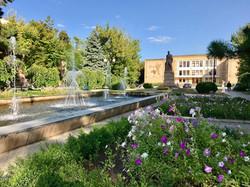 Tkachenko monument & Palace of Culture