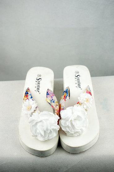 Zehenpantolette weiß mit Blumen und Perlen