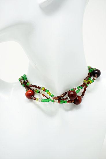 Perlenkette grün / braun / weiß