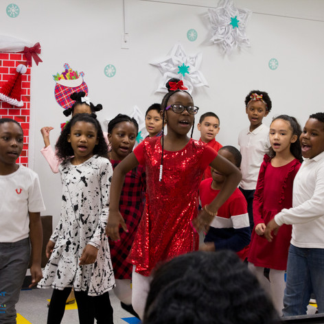 Bronx_Storefront_Christmas_2019_-68.jpe