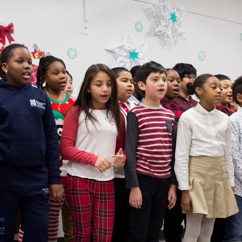 Bronx_Storefront_Christmas_2019_-55.jpe