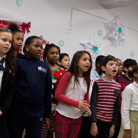 Bronx_Storefront_Christmas_2019_-59.jpe