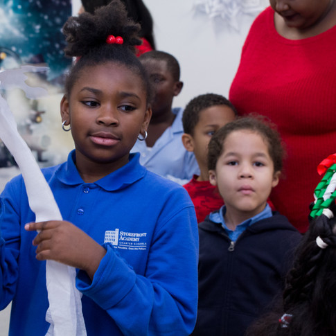 Bronx_Storefront_Christmas_2019_-13.jpe