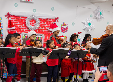 Bronx_Storefront_Christmas_2019_-116.jpe