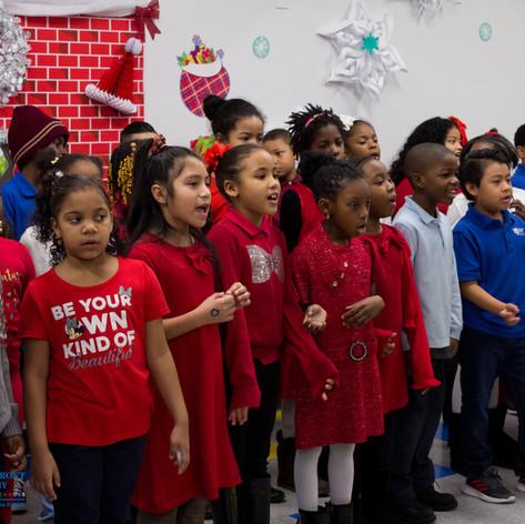 Bronx_Storefront_Christmas_2019_-27.jpe