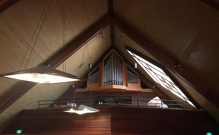 home_slide1_worship.jpg