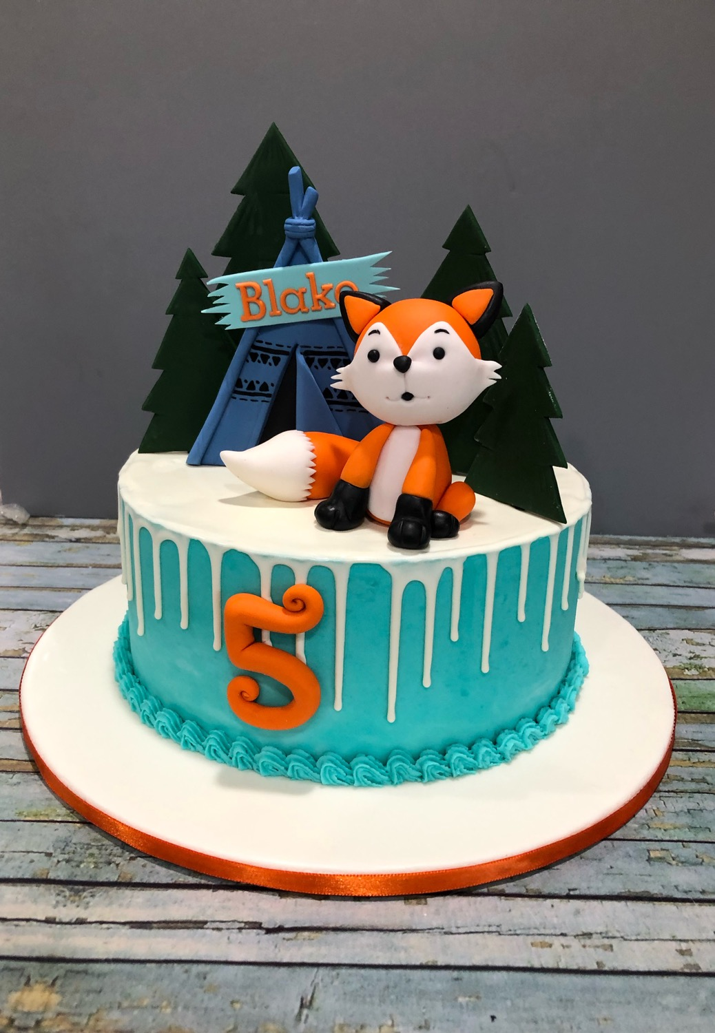 Chocolate Drip Fox cake