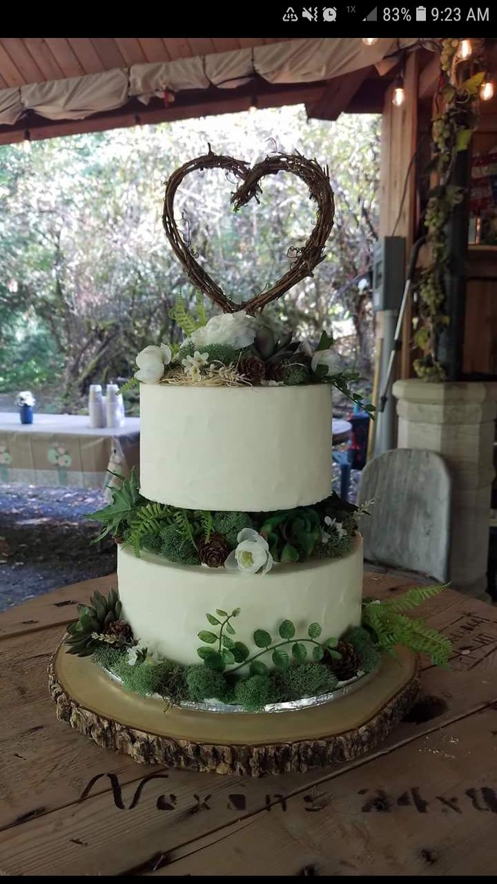Celtic Greenery wedding cake