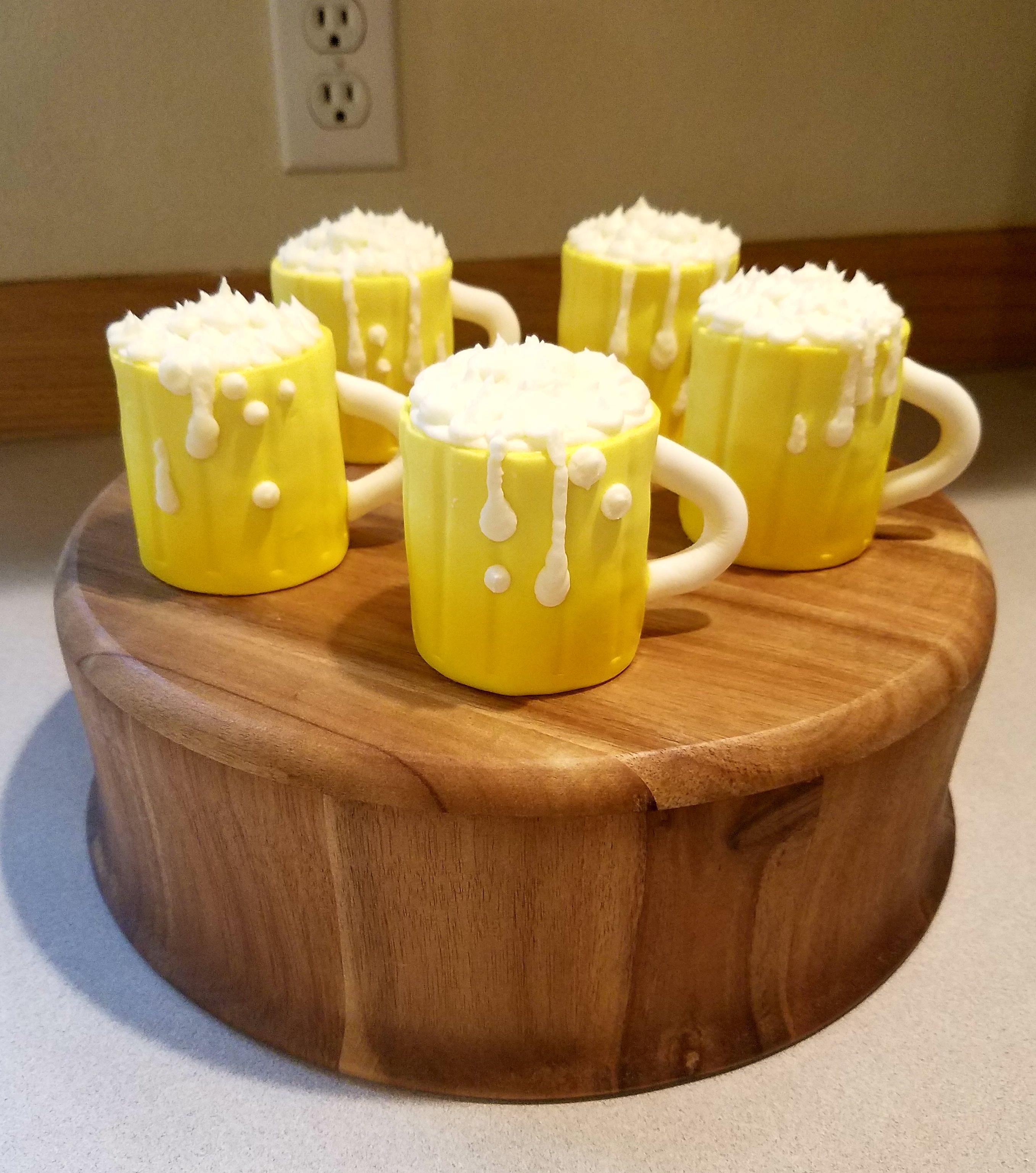Beer mug cupcakes